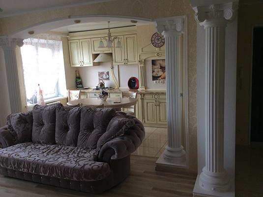 4-комнатная квартира посуточно в Мариуполе. ул. Азовстальская, 91. Фото 1