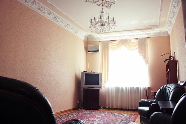 2-комнатная квартира посуточно в Одессе. Приморский район, пр-т Гагарина, 10а. Фото 1