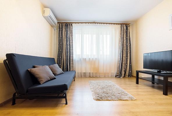1-комнатная квартира посуточно в Харькове. Дзержинский район, ул. Ахсарова, 15. Фото 1