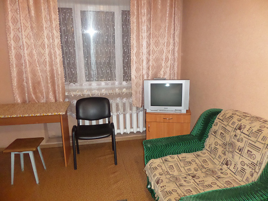 1-комнатная квартира посуточно в Славянске. ул. Генерала Батюка, 8а. Фото 1