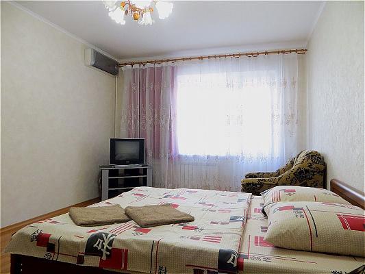 1-комнатная квартира посуточно в Киеве. Оболонский район, пр-т Оболонский, 38а. Фото 1