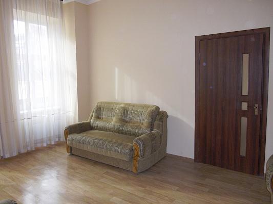 2-комнатная квартира посуточно в Ужгороде. ул. Волошина, 1. Фото 1