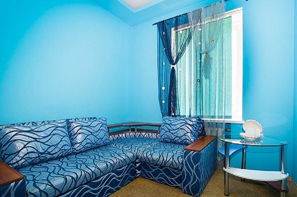 2-комнатная квартира посуточно в Севастополе. Ленинский район, ул. Большая Морская, 15. Фото 1