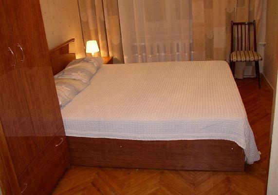 2-комнатная квартира посуточно в Артемовске. Юбилейная, 53. Фото 1