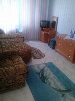 2-комнатная квартира посуточно в Херсоне. Суворовский район, ул. 295-й Стрелковой дивизии, 8. Фото 1