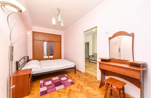 2-комнатная квартира посуточно в Киеве. Печерский район, ул. Госпитальная, 2. Фото 1