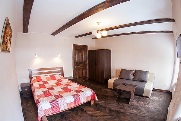 2-комнатная квартира посуточно в Львове. Галицкий район, ул. Армянская, 12. Фото 1