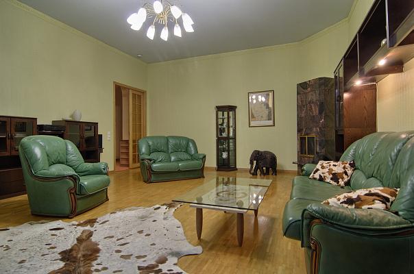 3-комнатная квартира посуточно в Киеве. ул. Лютеранская, 25. Фото 1