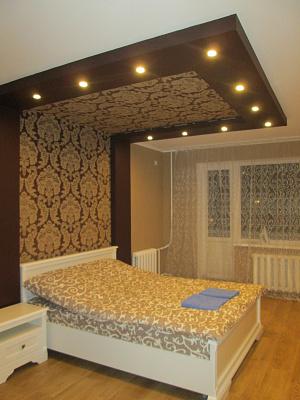 1-комнатная квартира посуточно в Киеве. Оболонский район, ул. Героев Днепра, 34а. Фото 1