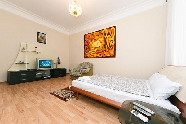 2-комнатная квартира посуточно в Киеве. Печерский район, ул. Крещатик, 29. Фото 1