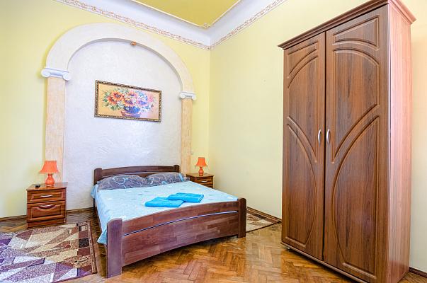 1-комнатная квартира посуточно в Львове. Галицкий район, ул. Богдана Хмельницкого, 23. Фото 1
