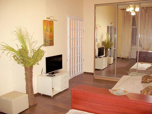 1-комнатная квартира посуточно в Одессе. Приморский район, ул. Троицкая, 2. Фото 1