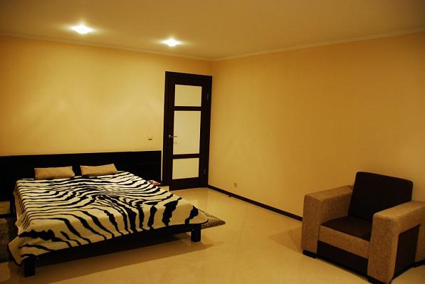 2-комнатная квартира посуточно в Сумах. Заречный район, ул. Петропавловская, 5. Фото 1