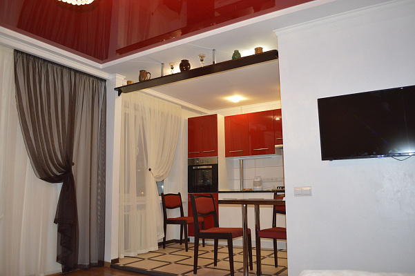 4-комнатная квартира посуточно в Хмельницком. ул. Прибужская, 2. Фото 1