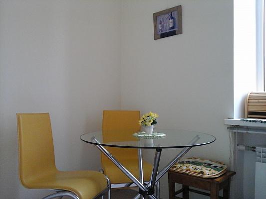 2-комнатная квартира посуточно в Одессе. Приморский район, пл. Екатерининская, 4. Фото 1
