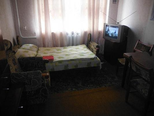 1-комнатная квартира посуточно в Изюме. пр-т Независимости, 36. Фото 1
