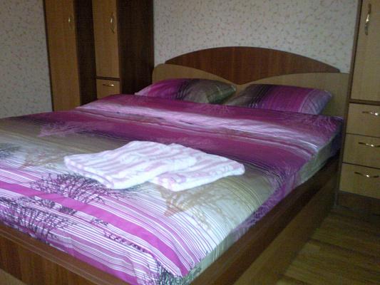 1-комнатная квартира посуточно в Белой Церкви. пер. Грузинский, 4а. Фото 1