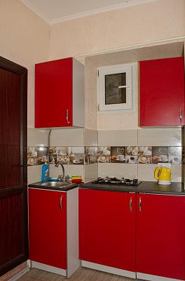 2-комнатная квартира посуточно в Одессе. Приморский район, ул. Нежинская, 53. Фото 1