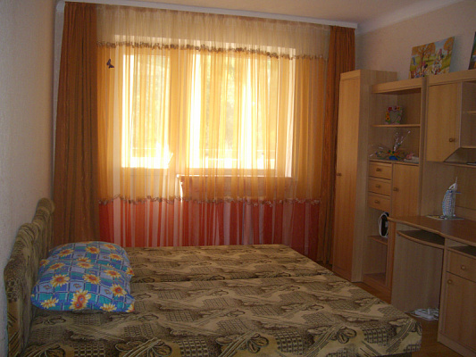 1-комнатная квартира посуточно в Симферополе. Железнодорожный район, ул. Спера, 8. Фото 1