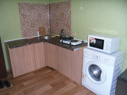 2-комнатная квартира посуточно в Симферополе. Центральный район, ул. Екатерининская, 14. Фото 1