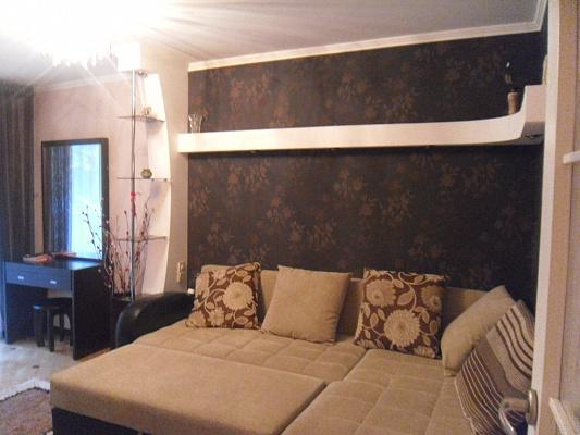 2-комнатная квартира посуточно в Симферополе. Центральный район, ул. Дмитрия Ульянова, 26. Фото 1
