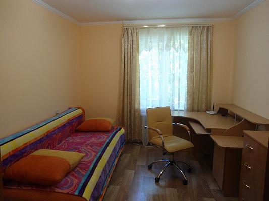 2-комнатная квартира посуточно в Ильичёвске. ул. Александрийская, 24. Фото 1