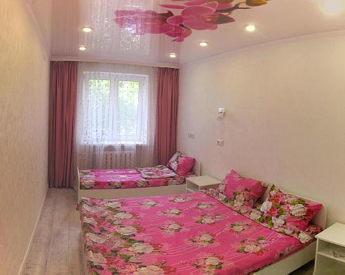 2-комнатная квартира посуточно в Ильичёвске. ул. 1-го Мая, 4. Фото 1