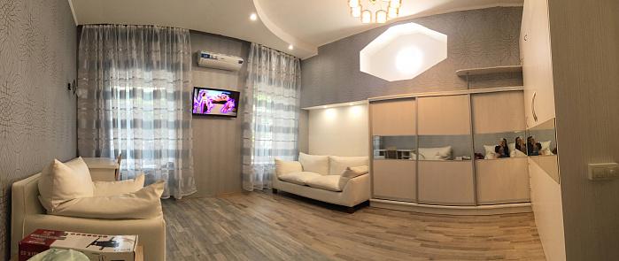 1-комнатная квартира посуточно в Одессе. ул. Неженская, 42. Фото 1