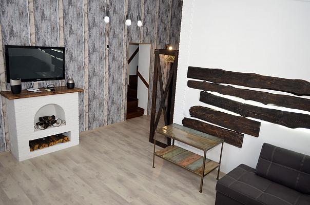 2-комнатная квартира посуточно в Мариуполе. Центральный район, пр-т Мира (Ленина), 40. Фото 1
