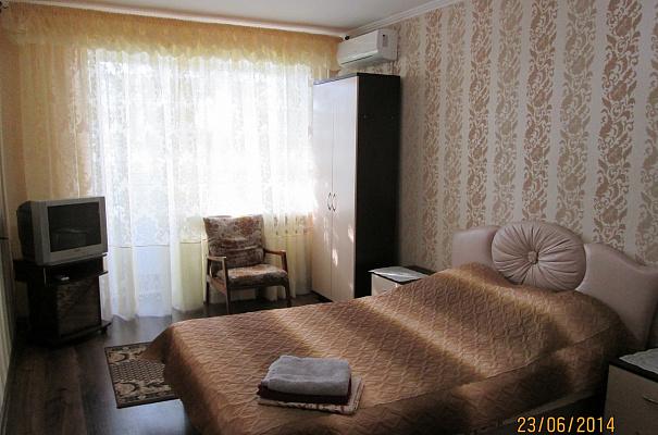 1-комнатная квартира посуточно в Симферополе. Железнодорожный район, ул. Гагарина, 14-Б. Фото 1