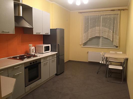 1-комнатная квартира посуточно в Одессе. жилмас. Радужный, 1. Фото 1