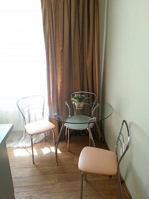 1-комнатная квартира посуточно в Киеве. ул. Соломенская, 34. Фото 1