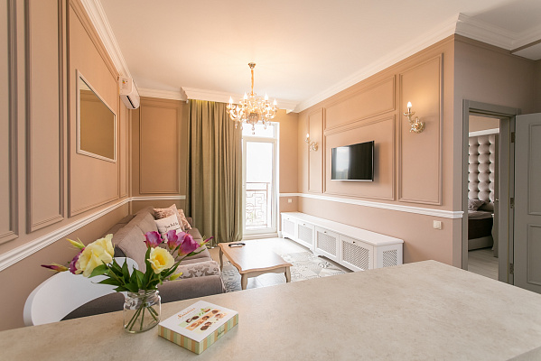 2-комнатная квартира посуточно в Одессе. Приморский район, б-р Французский, 60-Б. Фото 1