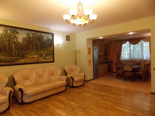 4-комнатная квартира посуточно в Одессе. Приморский район, Французский Бульвар, 41а. Фото 1