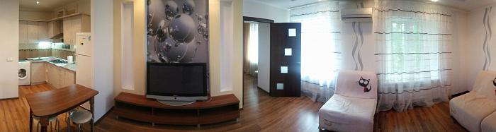 2-комнатная квартира посуточно в Одессе. Приморский район, ул. Троицкая, 52. Фото 1