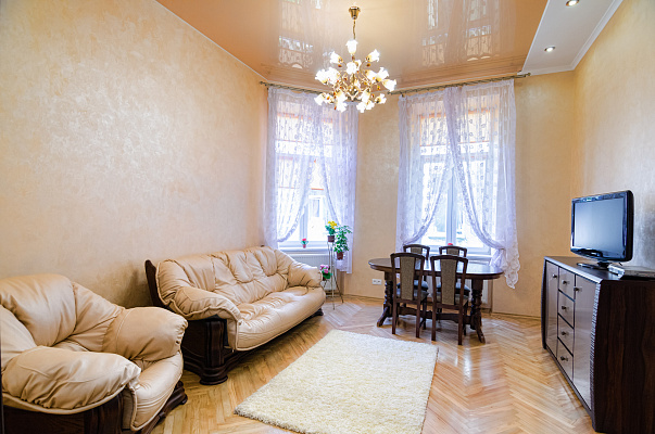 3-комнатная квартира посуточно в Львове. Лычаковский район, ул. Костя Левицкого, 11а. Фото 1
