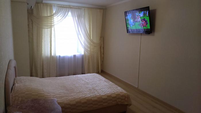 1-комнатная квартира посуточно в Хмельницком. ул. Вайсера, 4. Фото 1