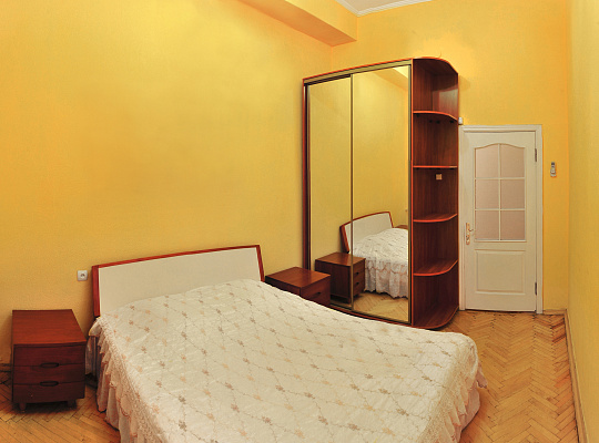 2-комнатная квартира посуточно в Киеве. ул. Льва Толстого, 20. Фото 1