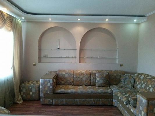2-комнатная квартира посуточно в Мариуполе. Центральный район, пр-т Строителей, 161а. Фото 1