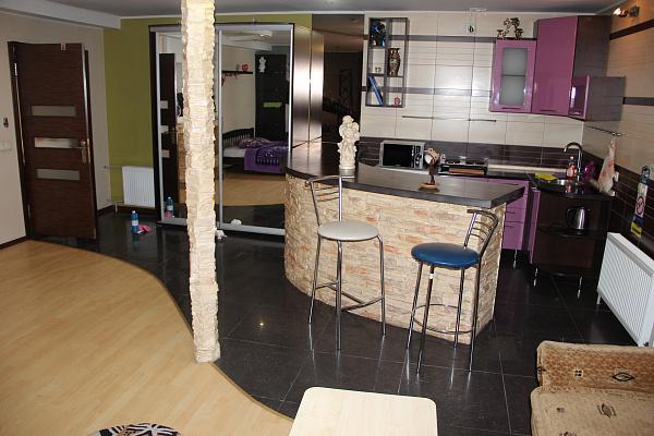 1-комнатная квартира посуточно в Запорожье. Ул.Полевая , 6. Фото 1