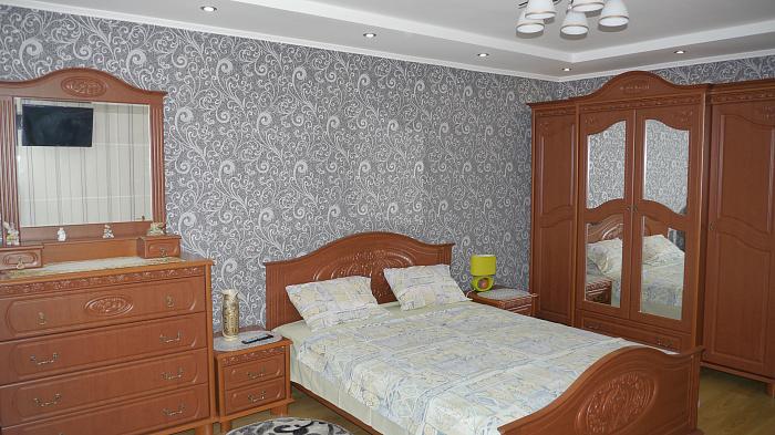 1-комнатная квартира посуточно в Ровно. ул. Саломеи Крушельницкой, 54. Фото 1