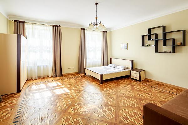 2-комнатная квартира посуточно в Львове. Галицкий район, ул. Братьев Рогатинцев, 9. Фото 1