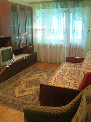 2-комнатная квартира посуточно в Луцке. пр-т Возрождения, 16-А. Фото 1