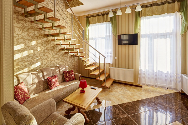 3-комнатная квартира посуточно в Львове. Галицкий район, ул. Франко, 79. Фото 1