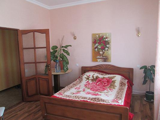 2-комнатная квартира посуточно в Одессе. Приморский район, ул. Малая Арнаутская, 11. Фото 1