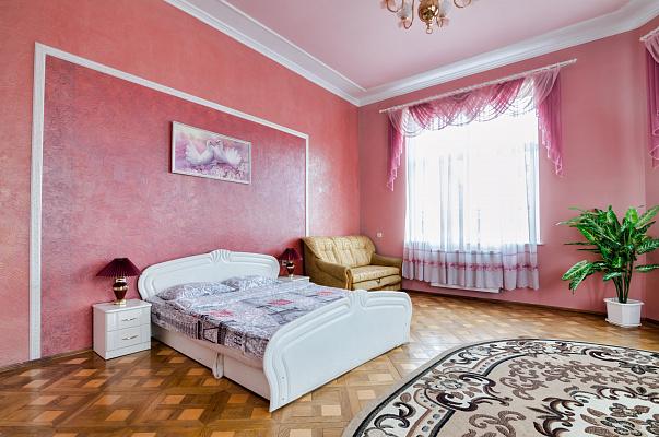 2-комнатная квартира посуточно в Львове. Лычаковский район, ул. Лычаковская, 16. Фото 1