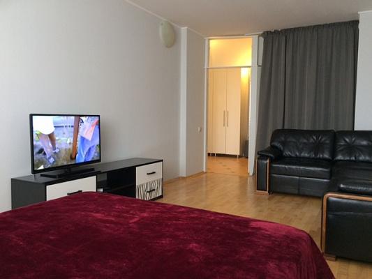 1-комнатная квартира посуточно в Киеве. Дарницкий район, наб. Днепровская, 26Г. Фото 1