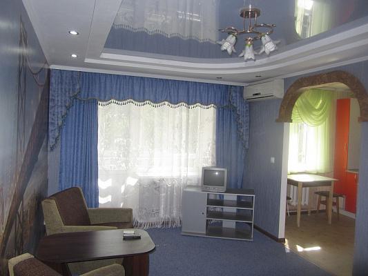 2-комнатная квартира посуточно в Черкассах. пр-т Химиков, 60. Фото 1