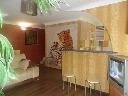2-комнатная квартира посуточно в Кировограде. Ленинский район, ул. Архитектора Паученко, 65. Фото 1