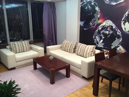 2-комнатная квартира посуточно в Днепропетровске. Бабушкинский район, ул. Глинки, 2. Фото 1